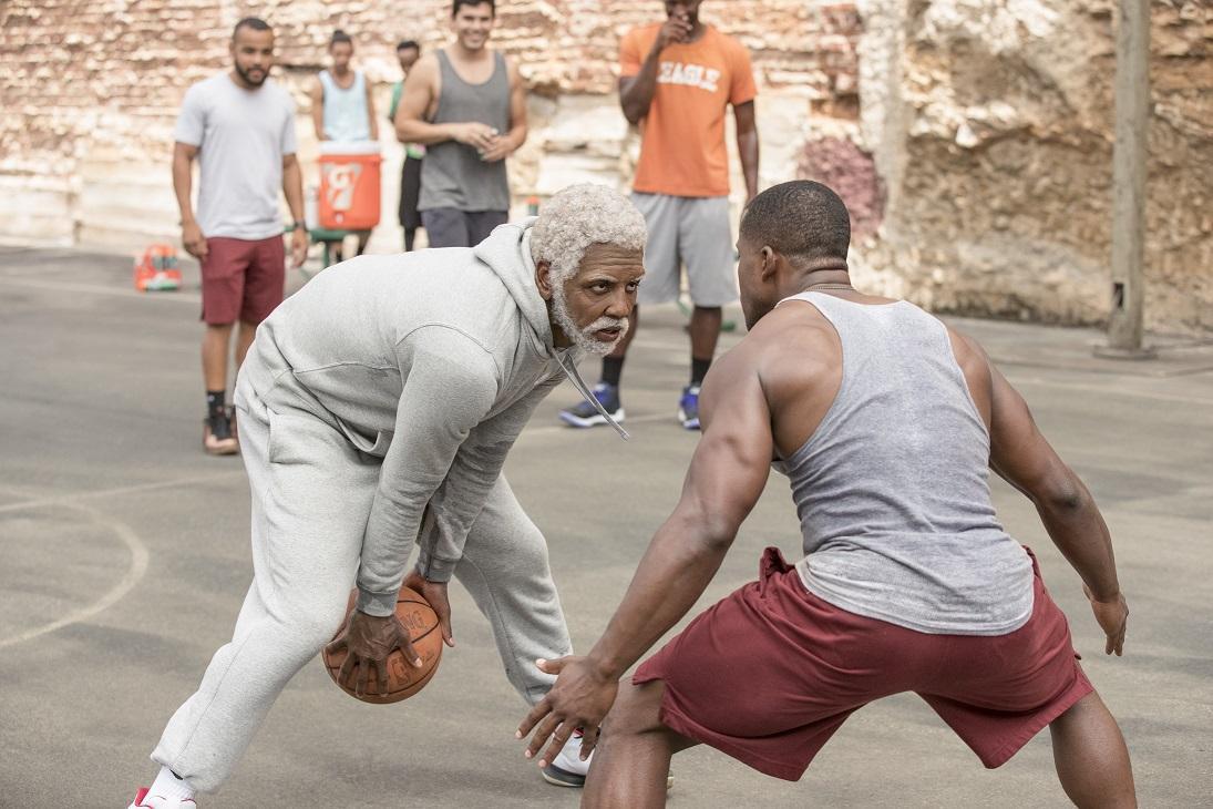 おじいちゃんの正体はNBA選手!? コメディとバスケの超絶MIX『アンクル・ドリュー』