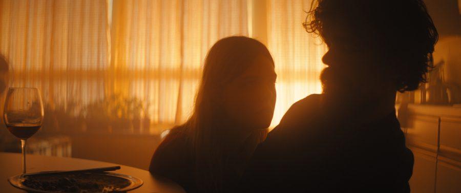 エル・ファニング&ピーター・ディンクレイジ主演!『孤独なふりした世界で』は柔らかい光に包まれた優しい終末映画