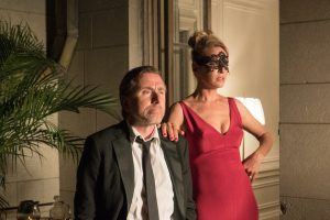 ユマ・サーマン&ティム・ロス共演!『Mr.&Mrs.フォックス』は詐欺師夫婦の軽妙な仕事っぷりが可笑しい豪華クライムコメディ