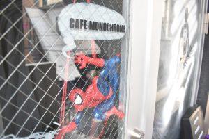 赤い蜘蛛が描かれた黒いハンバーガー!?スパイダーバースの世界を味わえる「CAFE:MONOCHROME」(3/3)