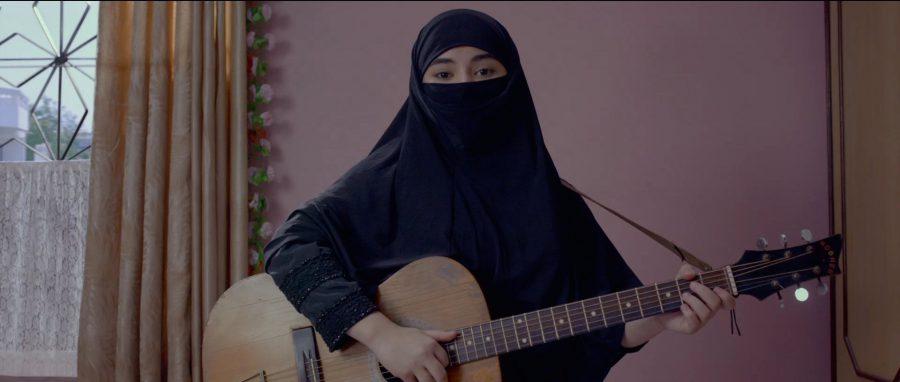 絶対に夢を諦めない! YouTubeで人生を変える歌手志望の少女 おおらかな人間賛歌のインド映画『シークレット・スーパースター』