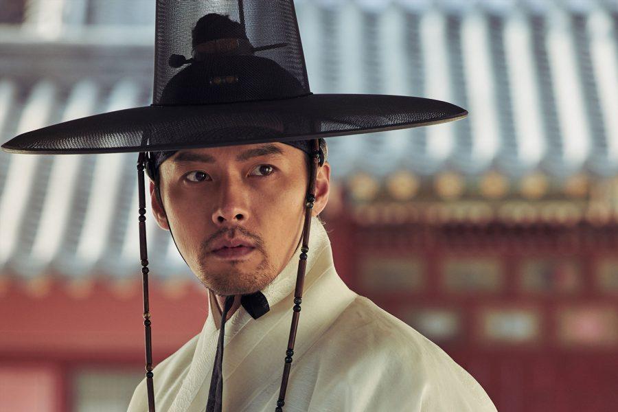 ヒョンビン vs チャン・ドンゴン! 泥沼権力争いに加えパンデミック・ホラーとしても二度おいしい『王宮の夜鬼』
