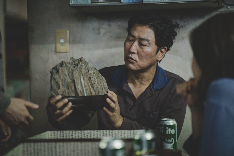 なぜ 韓国 半 地下