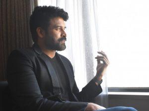 """『バーフバリ』以降、インド映画はどう変わったのか? """"ジャパン・スッブ""""こと人気俳優スッバラージュが語る"""