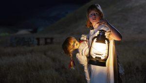 """怖すぎる""""あの人形""""の誕生秘話を描く『アナベル 死霊人形の誕生』 今こそシリーズ総復習!"""