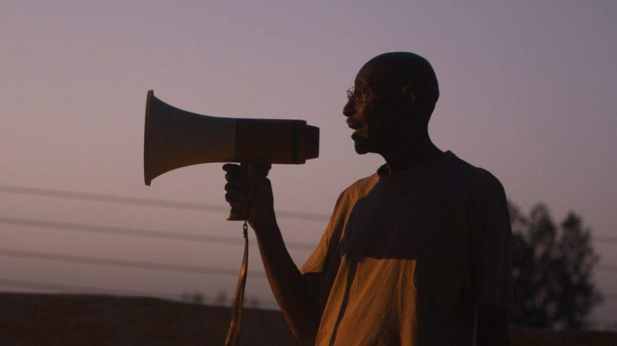 独裁政権下のスーダンで映画撮影は犯罪だった……おじいさん監督の魂に勇気が湧く!『ようこそ、革命シネマへ』