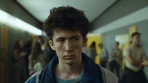 """高校生が""""麻薬密売""""で大成功⁉ Netflixドラマ『ドラッグ最速ネット販売マニュアル』はノンフィクションコメディ"""