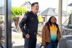 """ドジな白人警官 & 生意気な黒人少年! Netflixの""""やりすぎ""""バディ・コメディ『コフィー&カリーム』"""