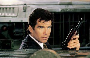 スーツ姿で戦車爆走! 冷戦終結・ソ連崩壊後の解放感と不安を生々しく描いた『007/ゴールデンアイ』