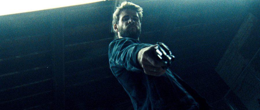 リアム・ヘムズワース演じるチンピラvs汚職刑事! 終盤の加速に息を呑む『KILLERMAN/キラーマン』