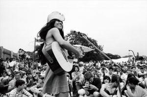 ブルース、ジャズ、フォーク、ロック、ヘヴィメタル……すべてアメリカ先住民族の貢献あり!『ランブル 音楽界を揺るがしたインディアンたち』