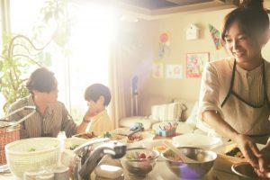 """家族に迎えた我が子を「返して」と言われた夫婦……『朝が来る』は監督・河瀨直美が再び自身の""""爪先""""を見つめる最新作"""