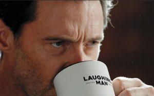"""ヒュー・ジャックマンがコーヒーのCMで裏の顔を見せる!? ナレーションは""""いつものあの人""""!"""