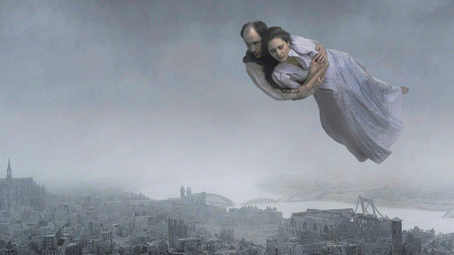 『ホモ・サピエンスの涙』はコロナ禍の世界すら内包した黙示録的映画!? スウェーデンの名匠が人間の脆さと希望を描く