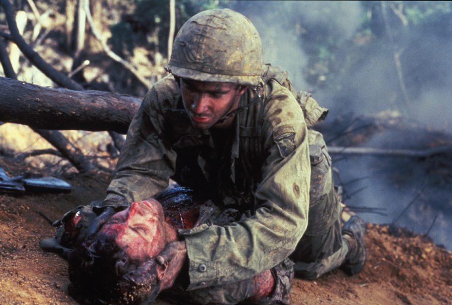 """短パン1丁の特殊部隊""""ダッコン""""に戦慄!『ハンバーガー・ヒル』は""""終わっている戦争""""で命を散らせた若き兵士たちの凄惨な実話"""
