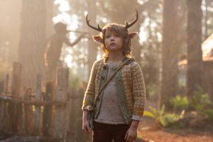 """疫病で荒廃した世界に生まれた""""半獣の少年""""の冒険譚! Netflix『スイート・トゥース:鹿の角を持つ少年』"""