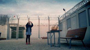 タリバンから死刑宣告された監督がスマホで撮影『ミッドナイト・トラベラー』はアフガン難民一家による決死のドキュメンタリー